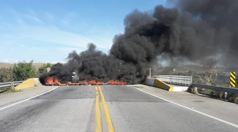 """Trecho da """"Terceira Ponte"""", paralisado após protesto contra aumento de combustíveis (Foto: Reprodução)"""