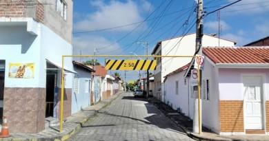 Limitador de altura, instalada em dois trechos de Lorena; secretaria atende solicitação de moradores (Foto: Divulgação PML)
