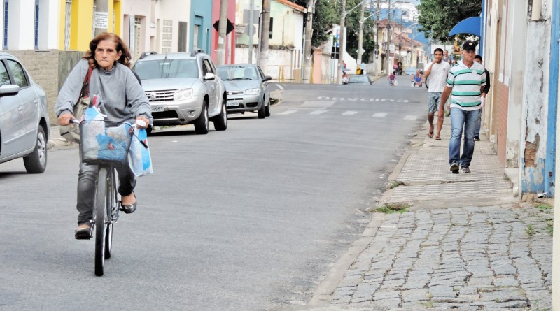 Rua de acesso ao Centro de Lorena; contribuintes têm até o final de junho para contar com isenção (Foto: Francisco Assis)