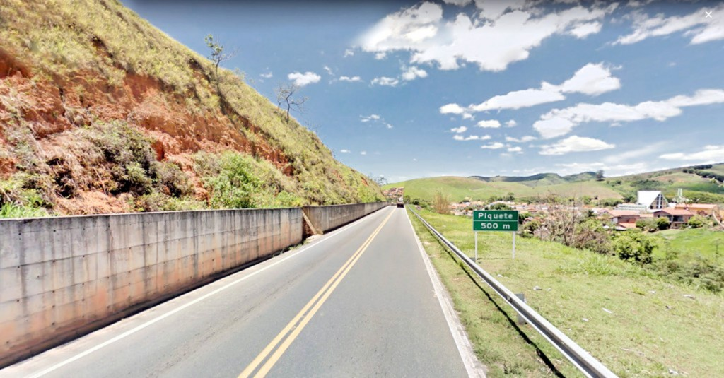 Trecho de Piquete da rodovia BR 459, que liga Lorena ao Sul de Minas; estrada interditada pelo Dnit (Foto: Arquivo Atos)