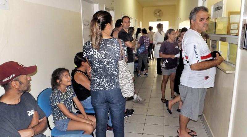 Corredor lotado no início de março, durante campanha nacional para imunização contra a febre amarela; Lorena mantém atendimento (Foto: Arquivo Atos)