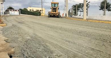 Trabalho de pavimentação em avenida de acesso à comunidade Canção Nova, iniciado na semana (Foto: Jéssica Dias)