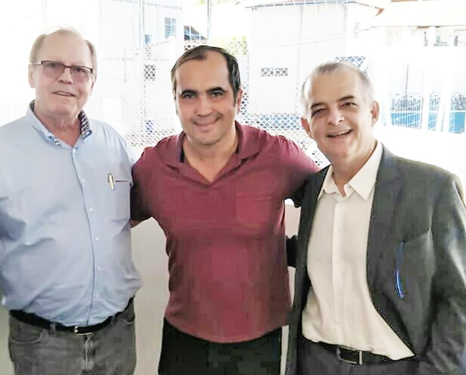 O diretor da Canção Nova, Eto, o pré-candidato Totô e o governador Márcio França