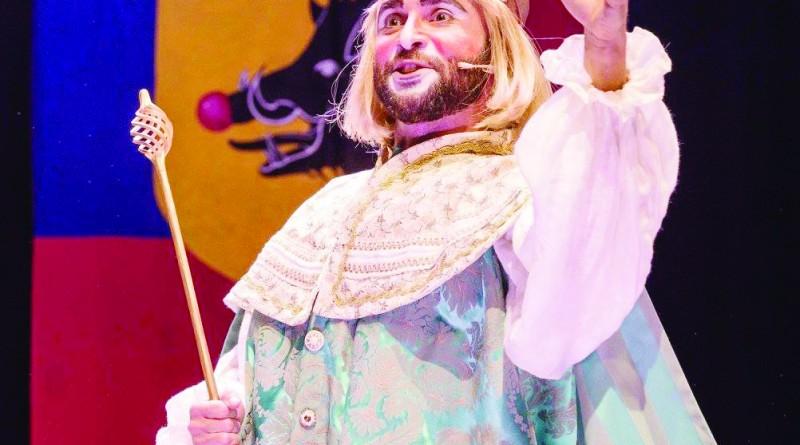 """Cena da peça """"Henrique"""", que se apresenta no Teatro Frei Galvão (Foto: Reprodução)"""
