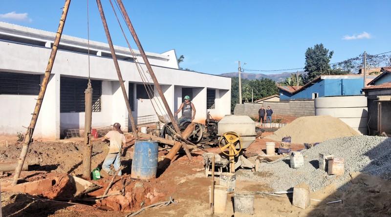 Funcionários da Prefeitura trabalham na construção de creche; Silveiras teve prejuízo de R$ 400 mil (Foto: Redação Atos)