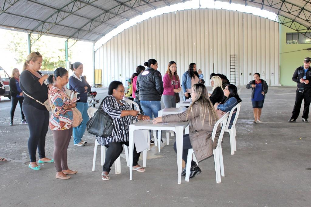 Atendimento para recebimento de chaves de unidades habitacionais do Residencial Flamboyant, em Guará (Juliana Aguilera)