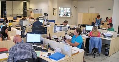 Servidores de Pinda durante dia de trabalho; cerca de 165 já aderiram ao programa (Foto: Divulgação)