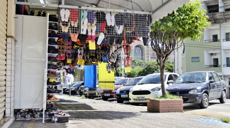 A feira livre de Aparecida, um dos principais alvos do trabalho que fiscaliza irregularidades no comércio (Foto: Arquivo Atos)