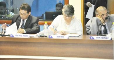 Dudu e Ana Alice, durante sessão na Câmara de Aparecida; vereadores de oposição são alvos de denúncias (Foto: Reprodução)