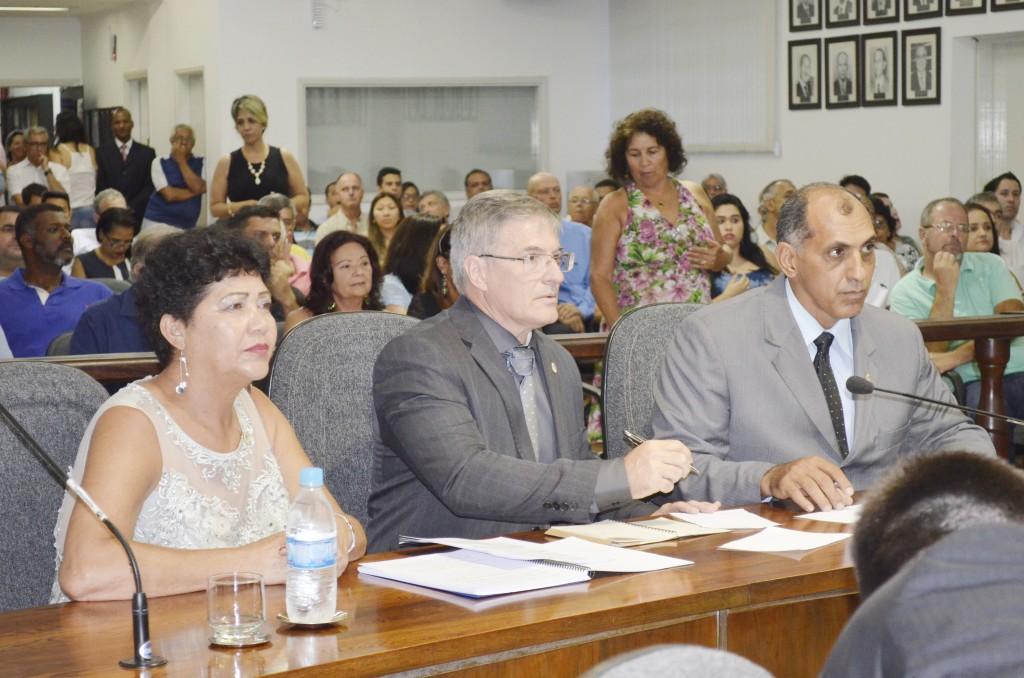 A bancada emedebista, que foca Tia Cleusa, Fabrício Dias e Décio Pereira, no primeiro momento divergiram sobre eleição antecipada (Foto: Arquivo Atos)