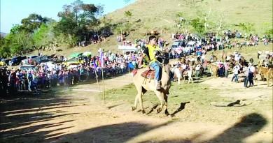 Jovem cavaleiro participa do Festival do Tropeiro em 2017; evento tem série de atrações a partir do dia 24 (Foto: Reprodução)