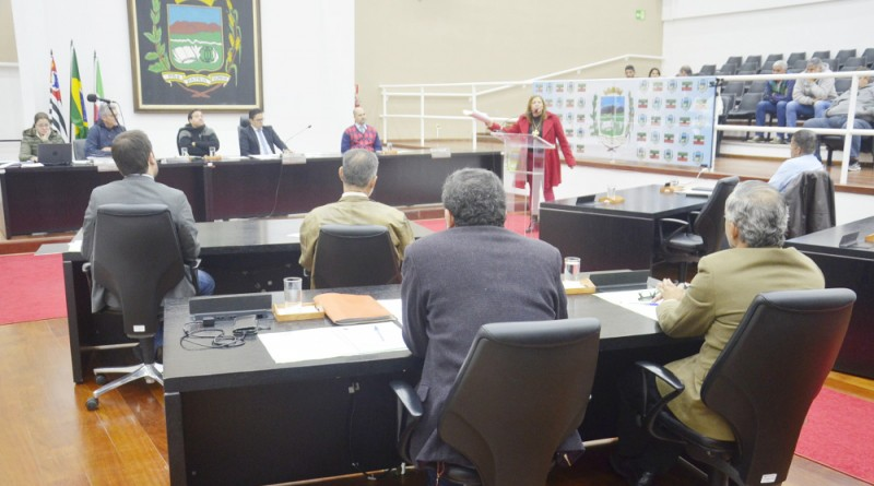 Sessão da Câmara de Pinda que aprovou a criação de Escola de Formação do Servidor Público Municipal (Foto: Divulgação)