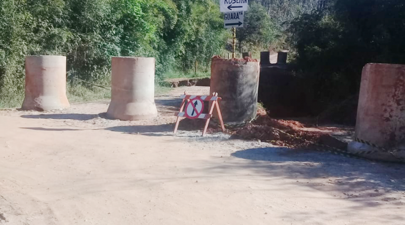 Acesso bloqueado a bairro de Aparecida; famílias cobram solução (Foto: Colaboração)