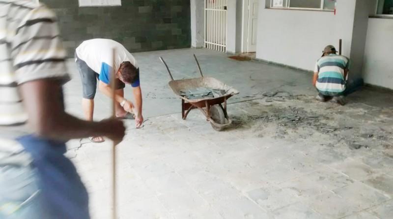 Reforma em piso do asilo; ações custeiam trabalho e reestruturação (Foto: Colaboração)