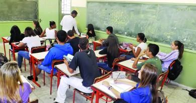 Sala de aula cheia em escola municipal de Lorena; região tem altos e baixos em levantamento 2018 (Foto: Arquivo Atos)