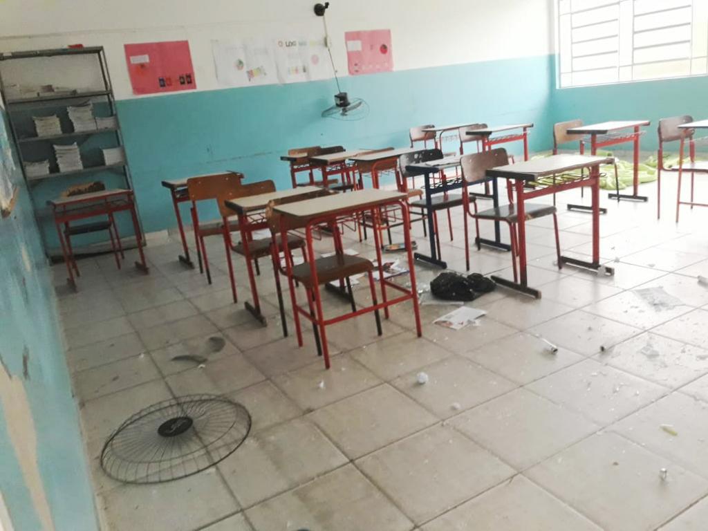 Sala de aula invadida e vandalizada; cidade reforça segurança de prédios para evitar novas ocorrências (Foto: Colaboração)