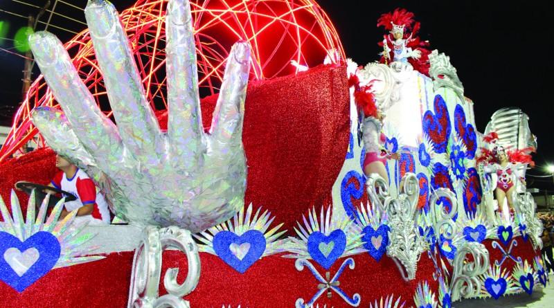 Desfile da Acadêmicos na Getúlio Vargas; escolas de samba devem prestar contas para obter apoio financeiro (Foto: Arquivo Atos)