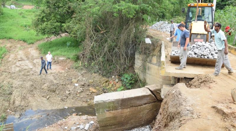 Recuperação de ponte na zona rural; investimento de quase R$ 40 mil busca maior mobilidade e segurança a produtores e moradores da região (Foto: Divulgação PML)
