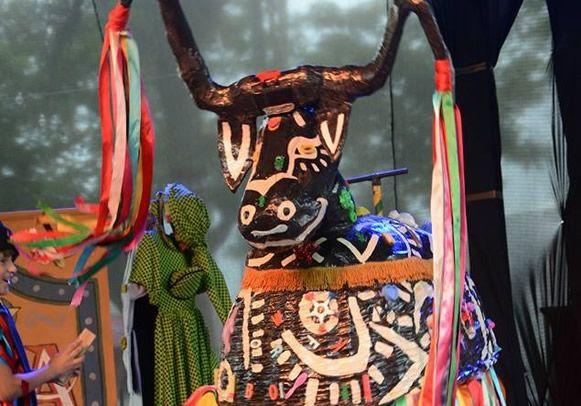 """Cena da musical infantil """"Zabumba"""", baseado na lenda do Bumba-meu-Boi, que tem apresentação em Pinda (Foto: Reprodução)"""