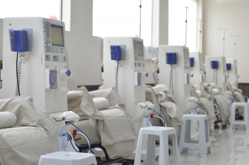 Cadeiras de hemodiálise entregues na última quarta-feira para o atendimento de 17 municípios; Guará espera maior investimento na área (Foto: Leandro Oliveira)