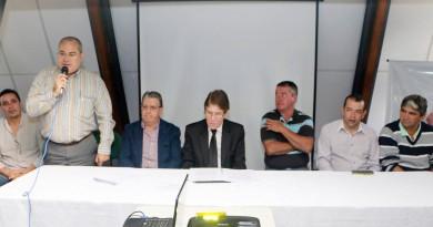 Reunião de apresentação do contrato para nova creche, durante o governo de Francisco Carlos, em Guará (Foto: Reprodução PMG)