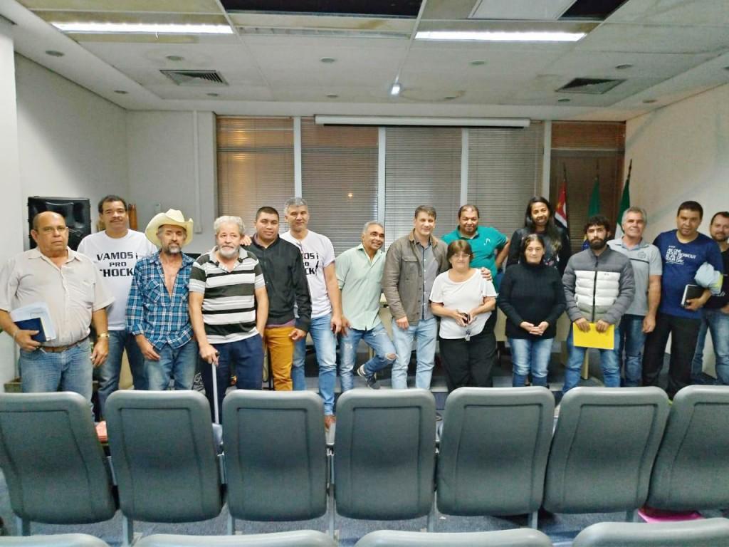 Reunião entre o prefeito de Pindamonhangaba, Isael Domingues, e representantes de bairros para debater principais demandas para 2019 (Foto: Divulgação PMP)