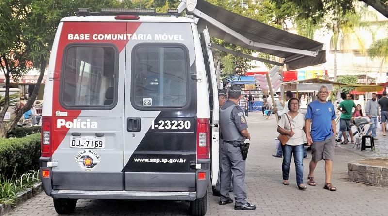 Unidade móvel da PM durante ação na praça Conselheiro Rodrigues Alves; a maioria dos assassinatos na cidade tem relação com tráfico de drogas (Foto: Arquivo Atos)