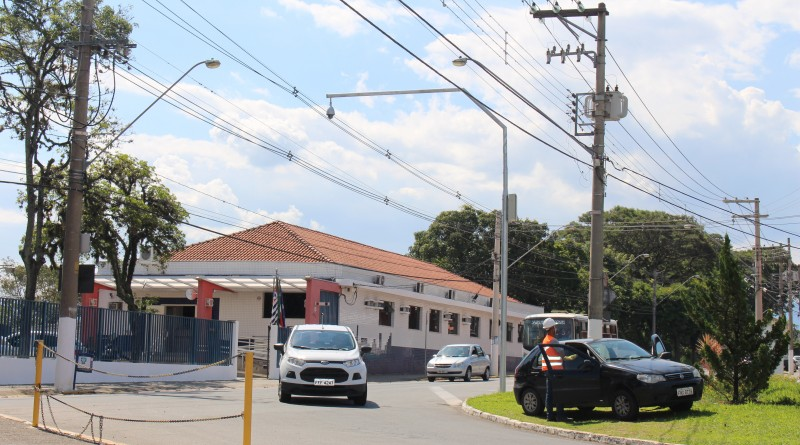 Trabalho de instalação de sistema de câmeras de monitoramento em Guará; reforço contra violência (Foto: Juliana Aguilera)