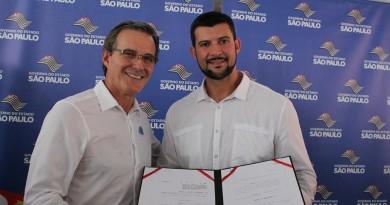 O prefeito Marcus Soliva e o presidente Celão; Câmara aprova orçamento para 2019 em Guaratinguetá (Foto: Arquivo Atos)