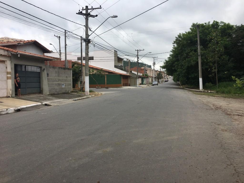 Ruas do bairro Jardim da Fonte, em Cachoeira, onde moradores se uniram para reforçar estrutura em sistema de segurança por câmeras (Foto: Jéssica Dias)