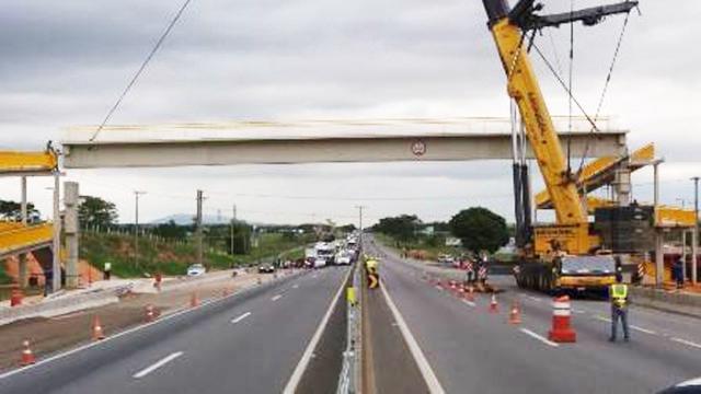 Obra para a construção de passarela na rodovia Presidente Dutra, em Pinda; CCR mantém ações pelo Vale (Foto: Divulgação CCR Nova Dutra)