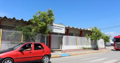Sede da Divisão Municipal de Educação de Potim; cidade é alvo de uma série de reclamações após denúncias de falhas em concurso público (Foto: Juliana Aguilera)