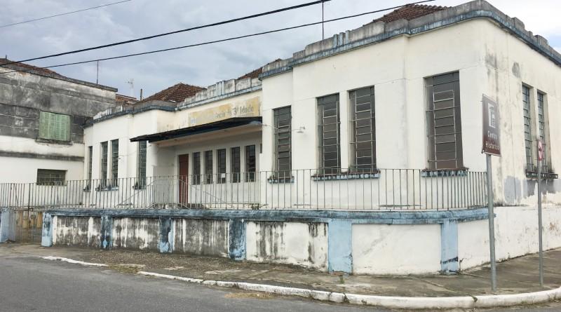 O antigo prédio que abrigava atividades da Terceira Idade e que deve receber o Centro do Idoso de Cachoeira; verba de R$ 150 mil agiliza projeto (Foto: Jéssica Dias)