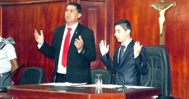Vereador Breno Anaya (à dir.) que não poupou críticas ao prefeito Edson Mota (à esq.) (Foto: Arquivo Atos)