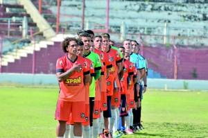 Jogadores do Manthiqueira antes de partida pela temporada 2018 (Foto: Reprodução)