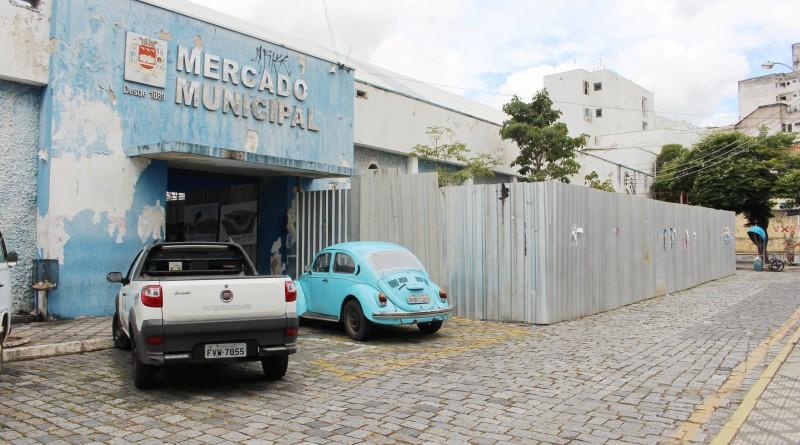 O Mercado Municipal de Guaratinguetá; obra retomada após anos de espera por quem convive com local (Foto: Juliana Aguilera)