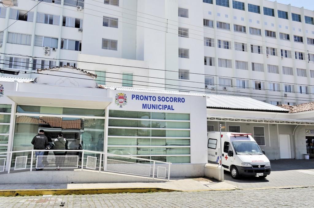 A entrada do Pronto Socorro de Guaratinguetá, serviço do Frei Galvão (Foto: Leandro Oliveira)