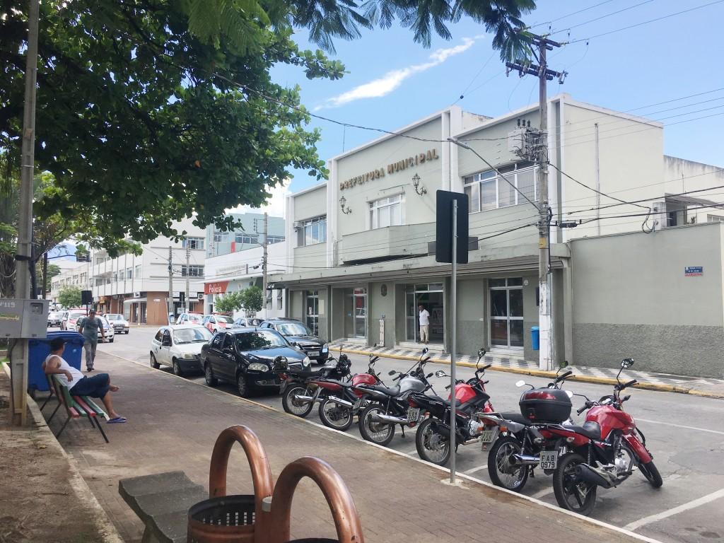 A sede da Prefeitura de Cruzeiro, cidade que prorrogou prazo do IPTU; Lorena também adiou datas limites (Foto: Jéssica Dias)