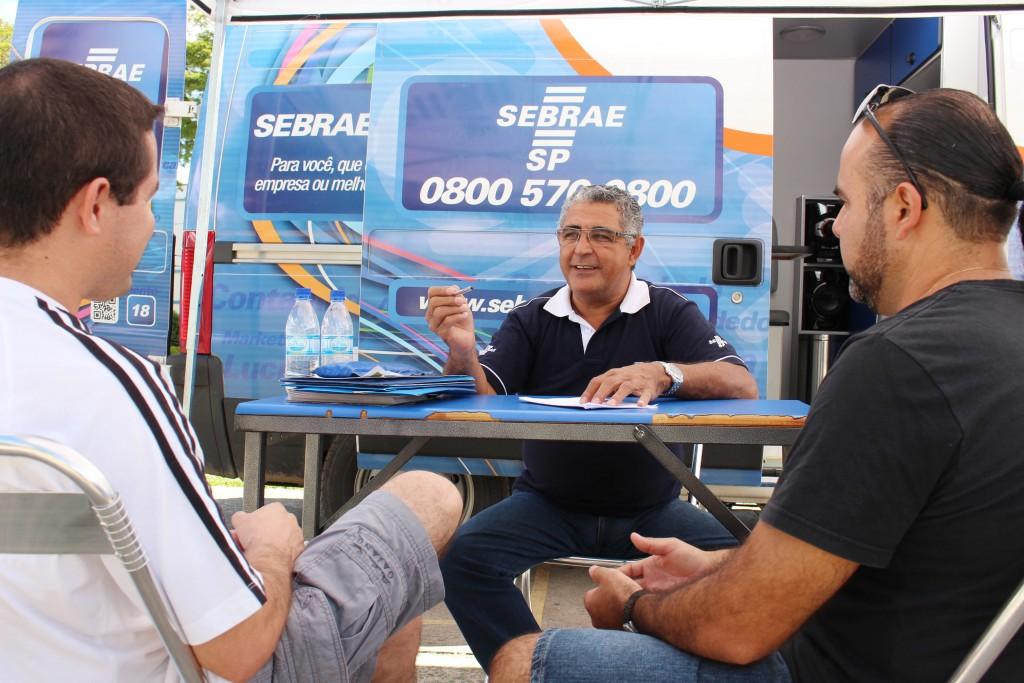 Atendimento de unidade móvel do Sebrae; serviço chega a Potim nesta semana (Foto: Arquivo Atos)