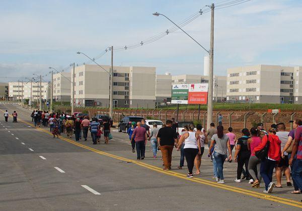Beneficiados participaram de vistoria antes da entrega de unidades; proposta do prefeito Isael Domingues garante aval entre vereadores (Foto: Reprodução PMP)