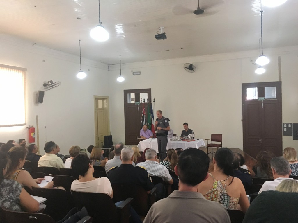 Reunião em Guaratinguetá abriu espaço para debate sobre dificuldades na segurança de escolas (Foto: Leandro Oliveira)