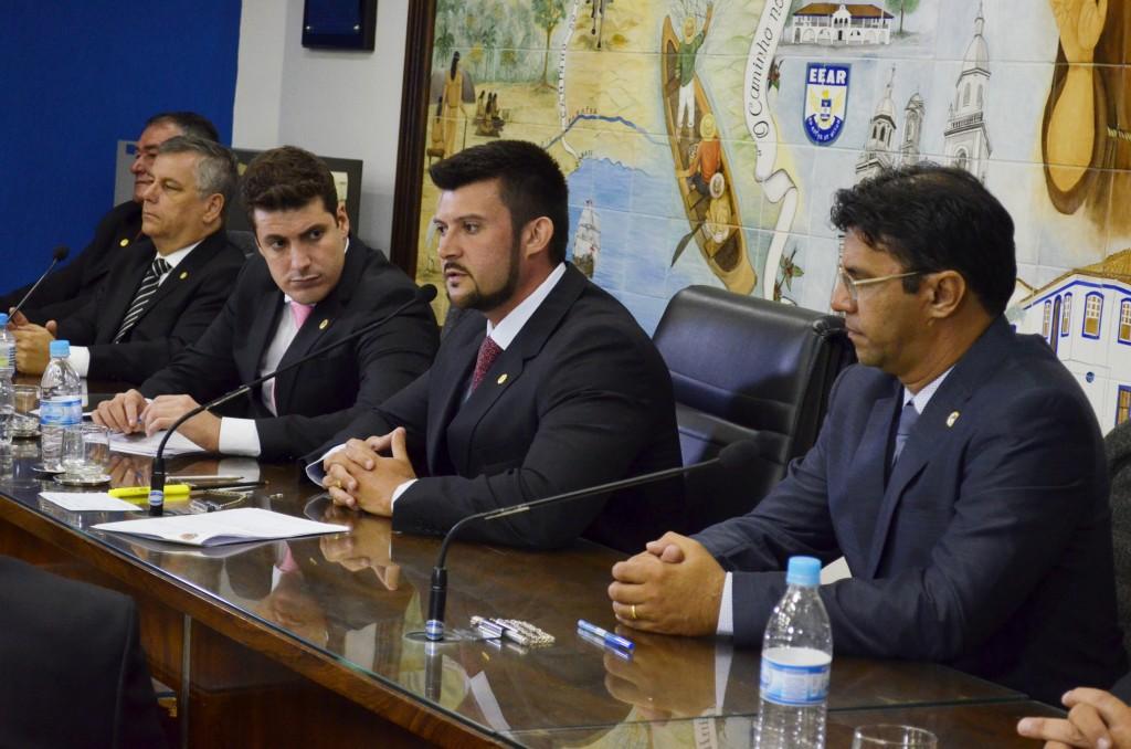 Vereadores de Guaratinguetá que receberam denúncia por salários dos últimos dois anos; Celão fala em denúncia política (Foto: Arquivo Atos)