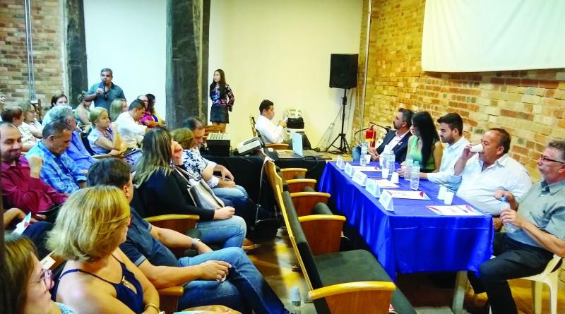 Reunião de prefeitos, comandada por Thales Gabriel e deputada Letícia Aguiar; grupo sonha com Regional (Foto: Rafael Rodrigues)