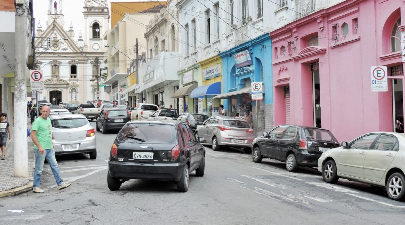 Rua do Centro de Guará que terá Zona Azul; cidade teve processo de licitação destravado na última semana (Foto: Leandro Oliveira)