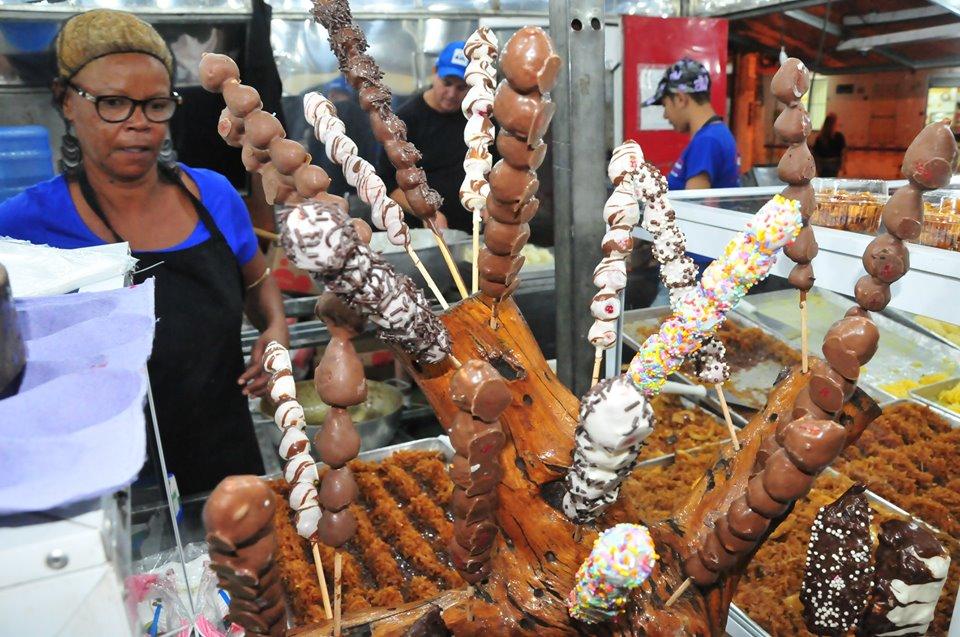 A tradicional barraca dos doces é um dos pontos mais procurados pela população; festa tem atrações culturais, artística e ampla gastronomia (Foto: Divulgação PML)