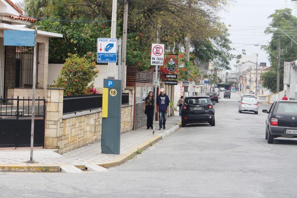Parquímetro que funcionava em rua da região central de Guaratinguetá aguarda retomada do Zona Azul (Foto: Arquivo Atos)