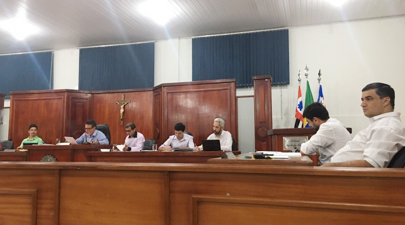 Vereadores de Cachoeira Paulista, que debatem redução de subsídios na Câmara para o próximo mandato; situação aguarda votação (Foto: Jéssica Dias)