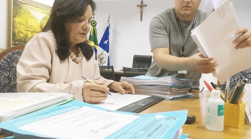 A prefeita em exercício, Dina Moraes, despacha durante semana de difícil diálogo com secretários (Foto: Leandro Oliveira)