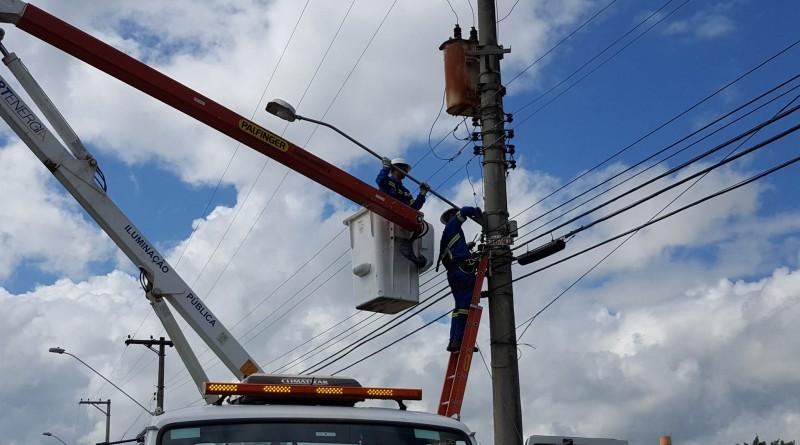 Serviço de manutenção na iluminação pública; 946 pontos serão trocados de acordo com Prefeitura (Foto: Divulgação PML)