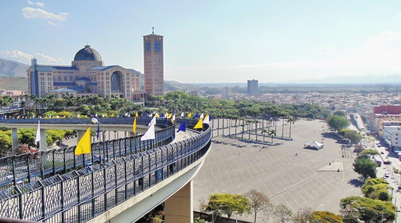 Destino de mais de R$ 13 milhões de turistas por ano, Santuário de Aparecida passa cobrar estacionamento de fiéis da região (Foto: Reprodução PMA)